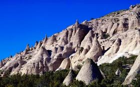 Обои небо, деревья, горы, скалы, склон