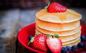 Картинка ягоды, черника, клубника, мед, оладьи