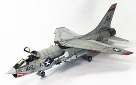 Обои игрушка, истребитель, моделька, F-8E Crusader, палубного базирования