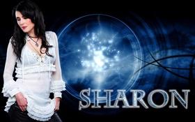 Картинка девушка, группа, черный фон, поет, Within Temptation, Sharon den Adel, белая блузка