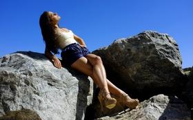 Картинка небо, девушка, камни