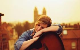 Картинка девушка, гитара, крыши, церковь, солнечный, ленивый
