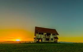Картинка поле, небо, трава, закат, дом, горизонт, разруха