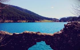 Обои небо, деревья, озеро, холм, разруха, голубой воды