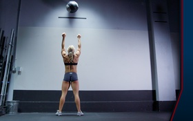 Обои woman, back, training, crossfit, training ball