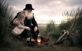 Обои девочка, дедушка, лампа