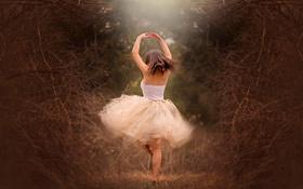 Обои лес, девушка, танец, Twirl