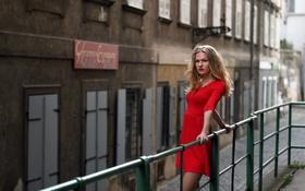 Картинка взгляд, девушка, город, платье, в красном