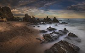 Обои песок, камни, пляж, небо, облака, море