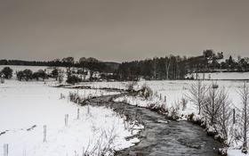 Обои зима, снег, деревья, забор, поток, холодная, серые облака