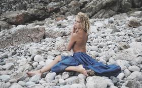 Обои спиной, юбка, камни, девушка, взгляд