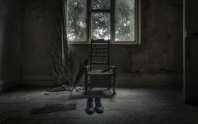 Обои комната, ботинки, окно, стул