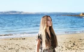 Картинка песок, море, девушка, шатенка, кареглазая