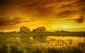 Обои небо, тучи, камни, скалы, болото, луг