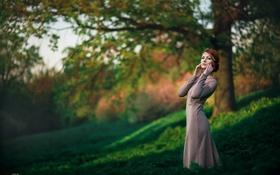 Картинка трава, девушка, украшения, деревья, парк, размытие, фигура