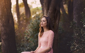 Картинка взгляд, девушка, задумчивость, лицо, дерево, платье
