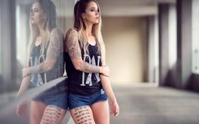 Обои волосы, ножки, лето, фон, девушка, шорты