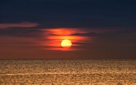 Обои море, облака, свет, закат, тьма, горизонт, оранжевое небо