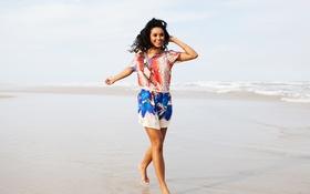 Картинка girl, summer, beach, eyes, smile, lips, hair