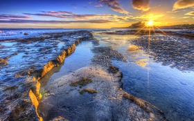 Обои море, закат, замок, побережье, Шотландия, горизонт, лучи солнца