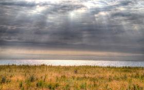 Обои поле, облака, залив, солнечный свет, ветрогенератор