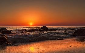 Обои море, волны, пляж, отражение, восход, зеркало, оранжевое небо