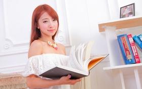 Картинка взгляд, девушка, улыбка, ожерелье, макияж, книга, азиатка