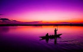 Обои небо, озеро, люди, лодка, зарево
