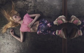 Картинка Pink, Girl, Dark, Nike, Blonde, Shoes, Floor