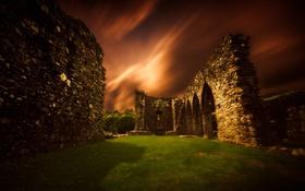 Картинка ночь, стена, руины