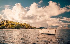 Обои пляж, небо, солнце, облака, парусник, залив, кокосовые деревья