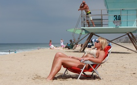 Обои deconcentration, blonde, glasses, lifeguards
