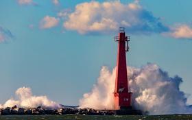 Обои Мичиган, шторм, брызги, волны, маяк, Бичвуд-Блаффтон, Маскегон