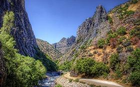 Обои дорога, деревья, горы, мост, камни, Калифорния, США