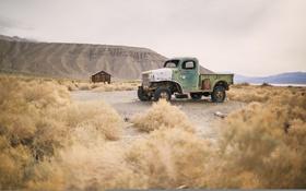 Картинка озеро, холмы, пустыня, кабина, грузовиков