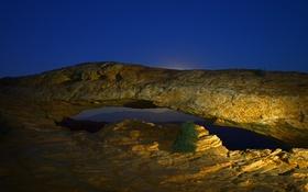Обои арка, скалы, дерево, ночь, свет, небо
