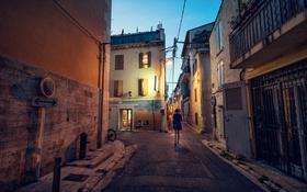 Картинка девушка, город, дома, знаки, сумерки, улицы, ходьба