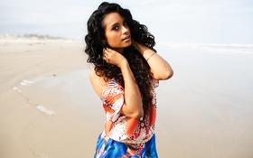 Картинка girl, summer, beach, lips, hair, sunny, short dress