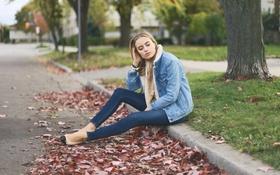 Картинка дорога, листья, девушка, дерево, куртка, Sonya Esman