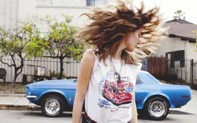 Картинка машина, девушка, улица, футболка