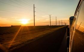 Обои машина, стекло, солнце, закат