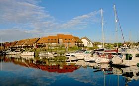 Обои яхтклуб, небо, вода, бухта, поселок, дома, яхта
