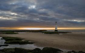 Картинка море, закат, тучи, маяк, отлив