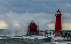 Обои волны, небо, облака, брызги, шторм, маяк, море взволнованное