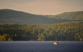 Картинка lake, hills, boat, sunny, fishermen