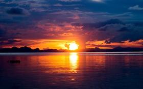 Обои закат, облака, река, берег, небо