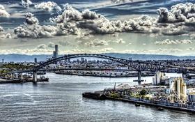 Картинка море, небо, облака, мост, город, дома, Япония