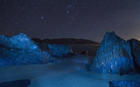 Картинка море, небо, звезды, свет, ночь, камни, скалы