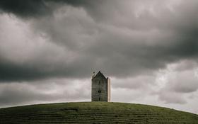 Обои холм, башня, гроза