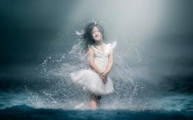 Обои девочка, вода, брызги